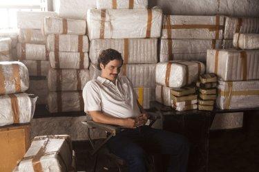 Pedro Pascal in una scena di Narcos
