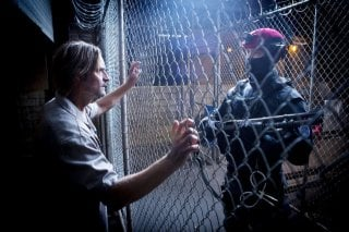 Colony: Josh Holloway in una scena del pilot della serie