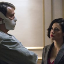 Hannibal: Mads Mikkelsen e Caroline Dhavernas nell'episodio The Wrath of the Lamb