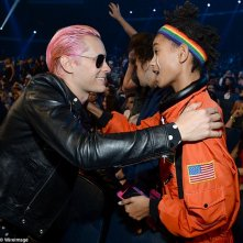 Jared Leto abbraccia Willow Smith ai Video Musica Awards 2015