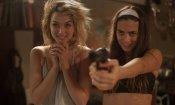 Knock Knock: un nuovo trailer del thriller diretto da Eli Roth