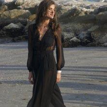 Venezia 2015: La madrina Elisa Sednaoui posa in spiaggia