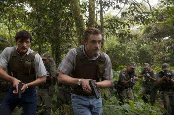 Narcos: Pedro Pascal e Boyd Holbrook in una scena