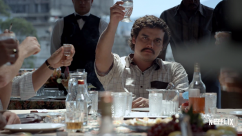Narcos: Wagner Moura in una scena