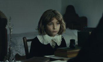 The Childhood of a Leader: un primo piano del film di Brady Corbet