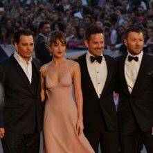 Venezia 2015: johnny Depp, Dakota johnson, Joel Edgerton e Scott Cooper sul red carpet di Black Mass