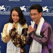 Venezia 2015: Pema tseden e Yangshik Tso al photocall di Tharlo