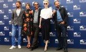 A Bigger Splash: Tilda Swinton, Ralph Fiennes e Dakota Johnson nella piscina di Luca Guadagnino