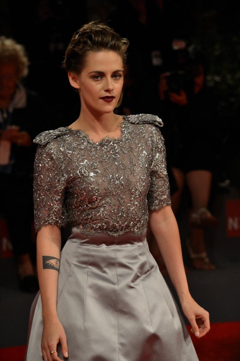 Venezia 2015: Kristen Stewart posa sul red carpet di Equals