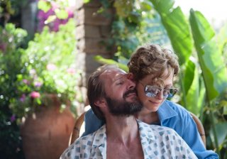 A Bigger Splash: Ralph Fiennes e Tilda Swinton in un'immagine del film