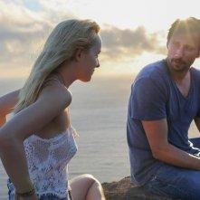 A Bigger Splash: Dakota Johnson e Ralph Fiennes in un momento del film