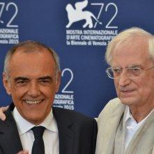 Venezia 2015: Bertrand Tavernier vincitore del Leone d'oro alla carriera con Alberto Barbera al photocall