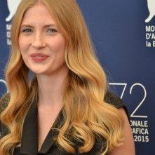 Venezia 2015: Paulina Chapko sorridente al photocall del film 11 Minut