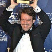 Venezia 2015: Lorenzo Vigas, regista di Desde Allà al photocall dei premiati