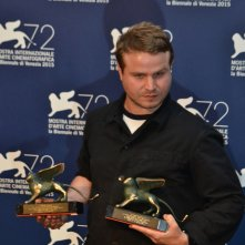 Venezia 2015: Brady Corbet, regista di The Childhood of a Leader al photocall dei premiati