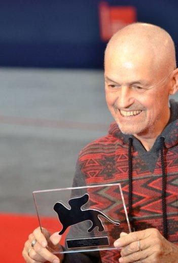 Venezia 2015: Jonathan Demme con il Persol Tribute to Visionary Talent Award 2015