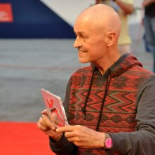 Venezia 2015: Jonathan Demme mostra il Persol Tribute to Visionary Talent Award 2015 sul red carpet