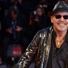 Venezia 2015: Vasco Rossi sorride sul red carpet