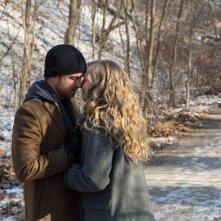 Padri e figlie: Aaron Paul e Amanda Seyfried in un momento del film