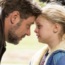 Padri e figlie: Russell Crowe e Kylie Rogers in una scena del film diretto da Gabriele Muccino