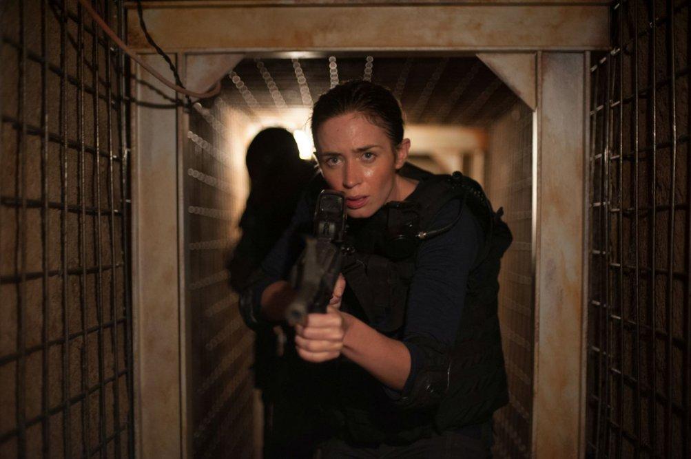 Sicario: Emily Blunt in azione in un momento teso del film