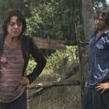 L'esigenza di unirmi ogni volta con te: una scena sotto la pioggia con protagonisti Claudia Gerini e Marco Bocci