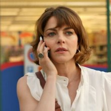 L'esigenza di unirmi ogni volta con te: Claudia Gerini al telefono in un'immagine tratta dal film
