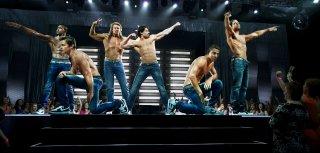 Magic Mike XXL: Channing Tatum, Kevin Nash e Joe Manganiello in azione sul palco con i loro compagni