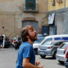 A Napoli non piove mai: Sergio Assisi in una scena del film