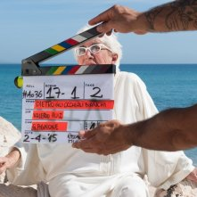 Dietro gli occhiali bianchi: Lina Wertmüller sul set del documentario diretto da Valerio Ruiz