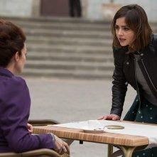 Doctor Who: Clara (Jenna Coleman) affronta Missy (Michelle Gomez) in The Magician's Apprentice