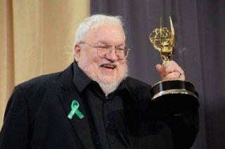 Emmy 2015: Geroge R. R. Martin stringe finalemnte l'Emmy per la migliore serie drammatica