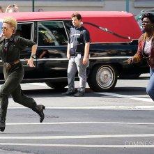 Ghostbusters: Leslie Jones e Kate McKinnon durante un inseguimento