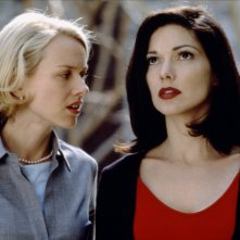 Naomi Watts e Laura Harrington in una scena di Mulholland Drive