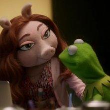 The Muppets: Kermit e Miss Piggy nella premiere della serie