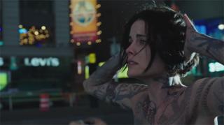 Blindspot: la protagonista Jaimie Alexander in una scena del primo episodio