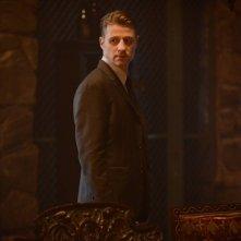 Gotham: l'attore Ben McKenzie in un'immagine dell'episodio Damned If You Do