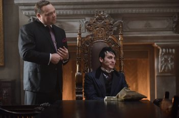 Gotham: Drew Powell e Robin Lord Taylor in Damned If You Do