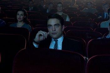 Life: Robert Pattinson in una scena del film ambientata in un cinema