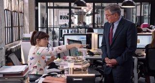 Lo stagista inaspettato: Robert De Niro e Christina Scherer in una scena del film