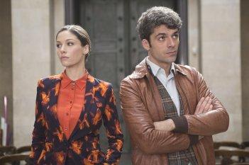 Poli opposti: Sarah Felberbaum e Luca Argentero in una scena del film