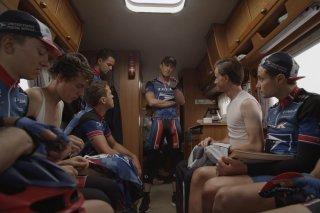 The Program: Ben Foster con la sua squadra in un'immagine del film