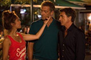 Un momento di follia: Lola Le Lann, Vincet Cassel e François Cluzet in una scena del film