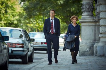 Woman in Gold: Helen Mirren e Ryan Reynolds in un'immagine tratta dal film di Simon Curtis