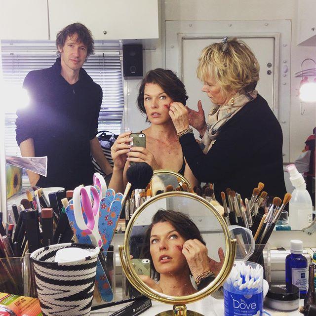 Resident Evil: The Final Chapter - Milla Jovovich al trucco. Alle spalle il marito Paul W.S. Anderson
