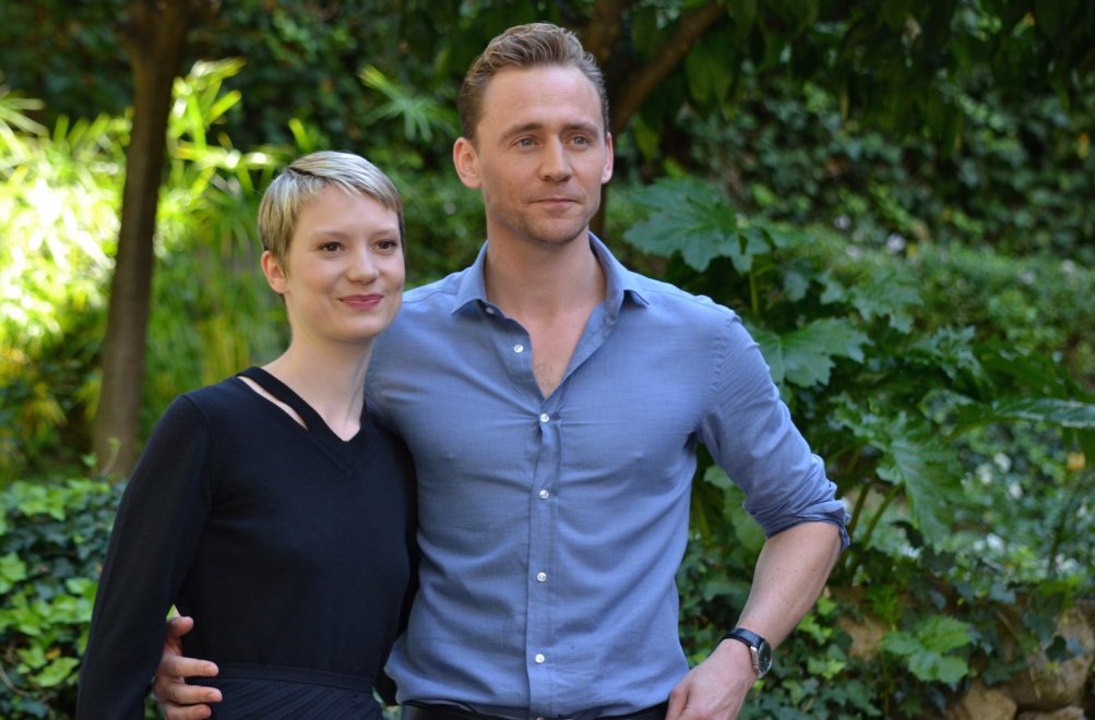 Mia Wasikowska e Tom Hiddleston al photocall di Crimson Peak
