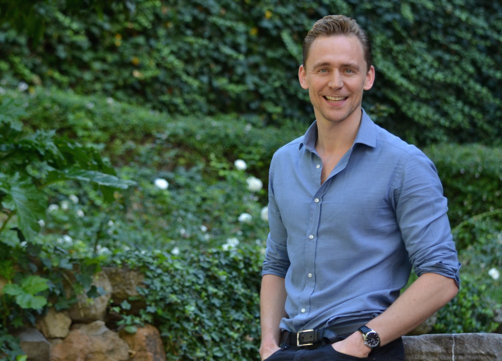 Crimson Peak: Tom Hiddleston sorride al photocall