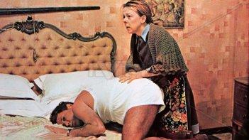 Liù Bosisio e Paolo Villaggio in una scena di Fantozzi (1975)