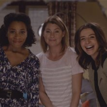 Grey's Anatomy: le attrici Kelly McCreary, Ellen Pompeo e Caterina Scorsone in Sledgehammer