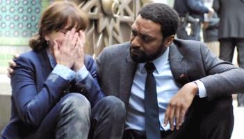 Secret in Their Eyes: Julia Roberts e Chiwetel Ejiofor in un drammatico momento del film